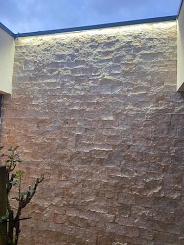 placage en pierre sciée